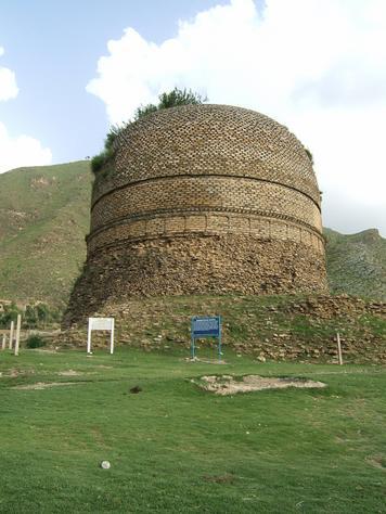 شواطي بآكستان  Pakistan-Shingardar_Stupa_Swat_valley